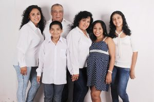 family-photo-happiness-parents-douthers-preview